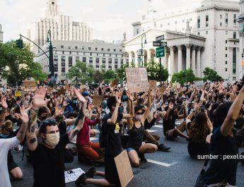 9 Mahasiswa Universitas Bina Insan Diskors karena Orasi